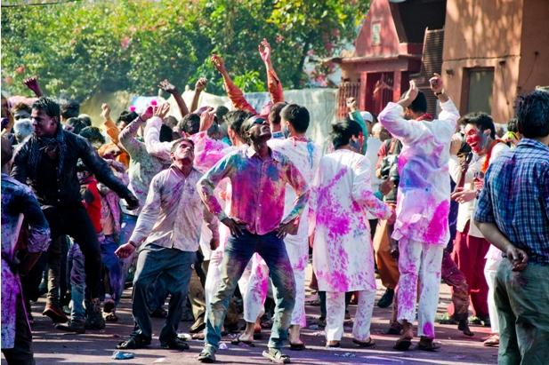 10 17 Холи в Варанаси   праздник красок и весны