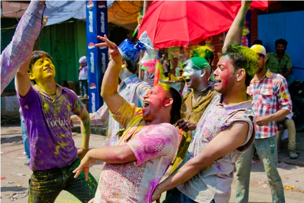 11 140 Холи в Варанаси   праздник красок и весны